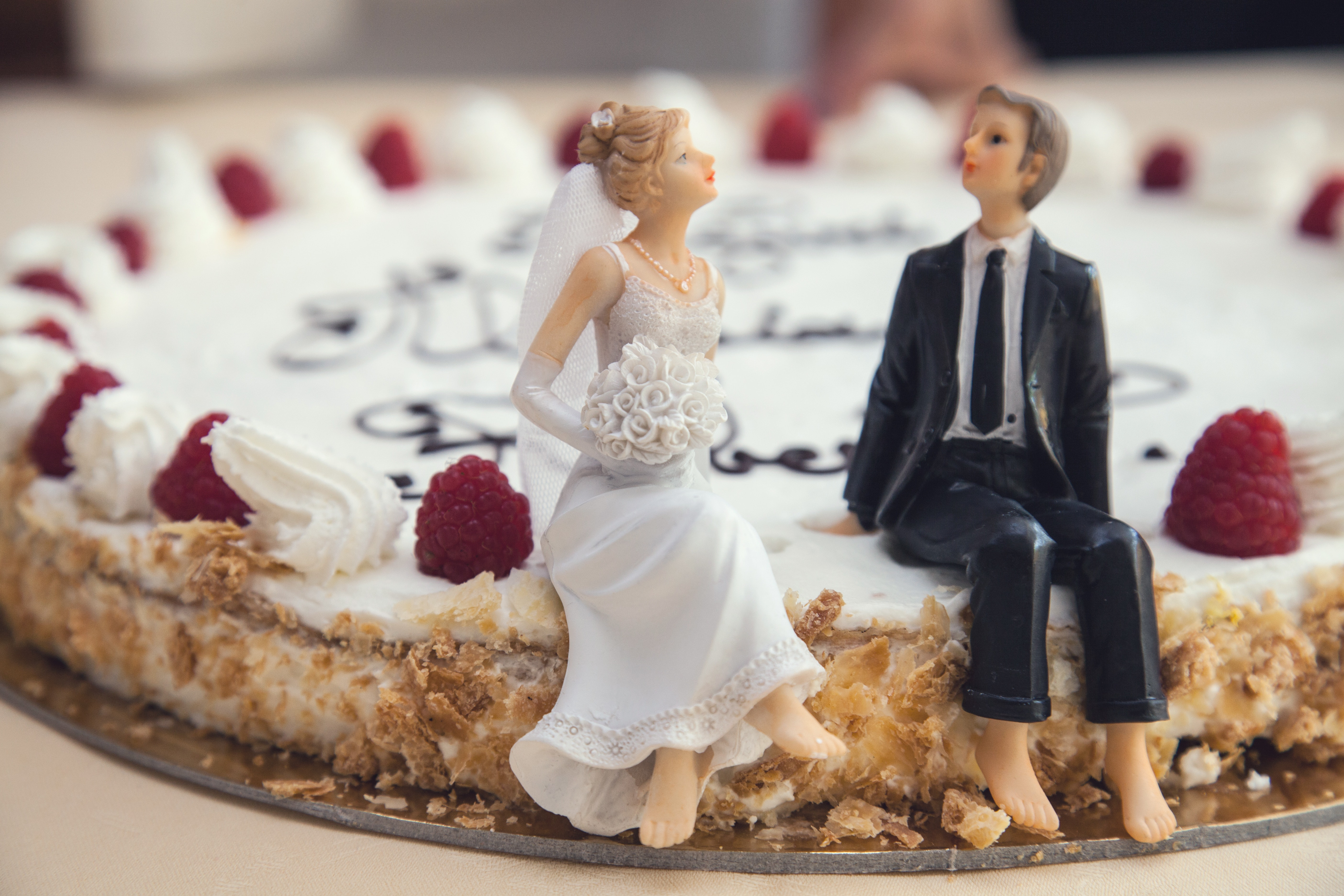 The cake sitting in front of their choice of wedding bands in Scotland.